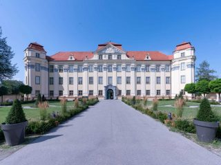 Ehrenhof Schloss